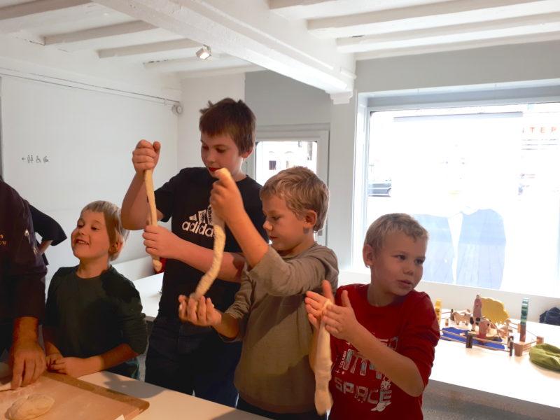 In den Sommerferien bietet das Jüdische Museum Franken einen Backworkshop für Ferienkinder an.
