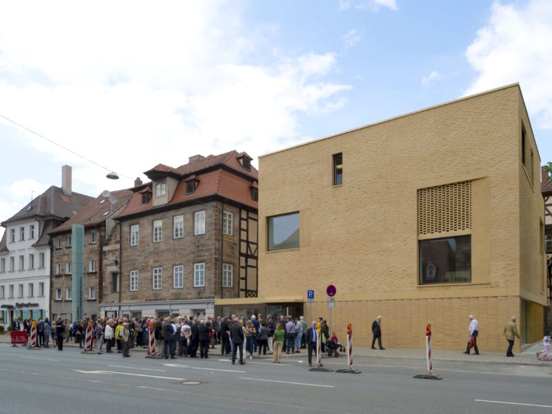 Blick auf das Jüdische Museum Franken in Fürth von der Königstraße aus.