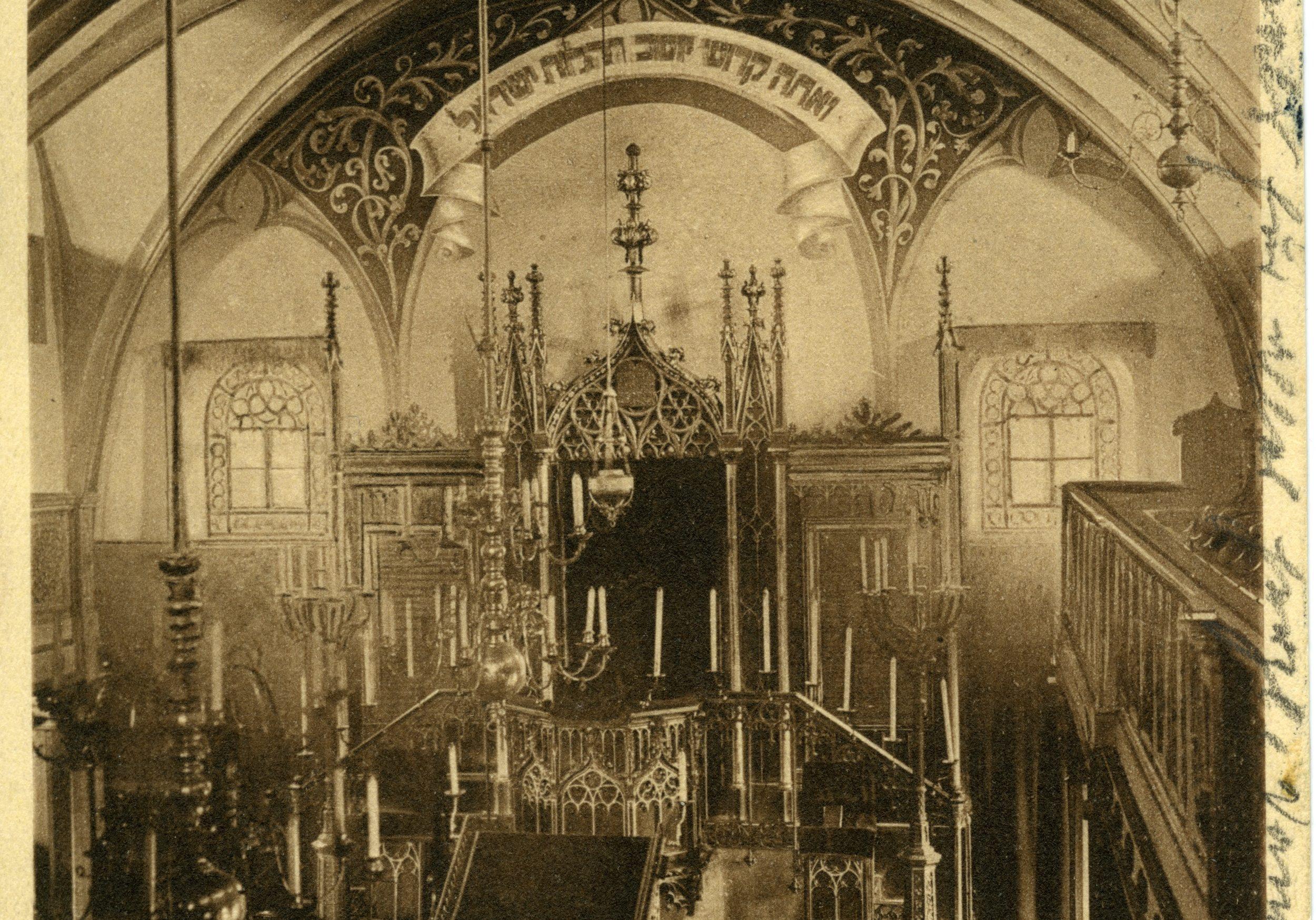 Innenaufnahme der 1938 zerstörten Altschul, der Hauptsynagoge Fürths.