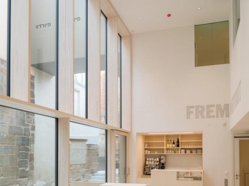 Das Foyers des Erweiterungsbaus des Jüdischen Museums Franken in Fürth.