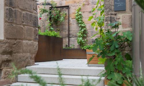 Blick in den Museumsgarten des Jüdischen Museums Franken in Fürth.