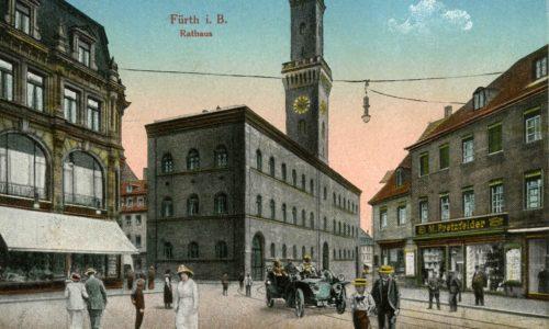 Historische Postkarte mit Fürther Rathaus. dem
