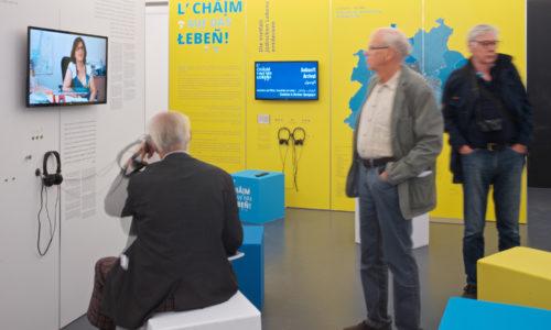 """Wechselausstellung """"L'Chaim - auf das Leben"""" im Jüdischen Museum Franken in Fürth."""