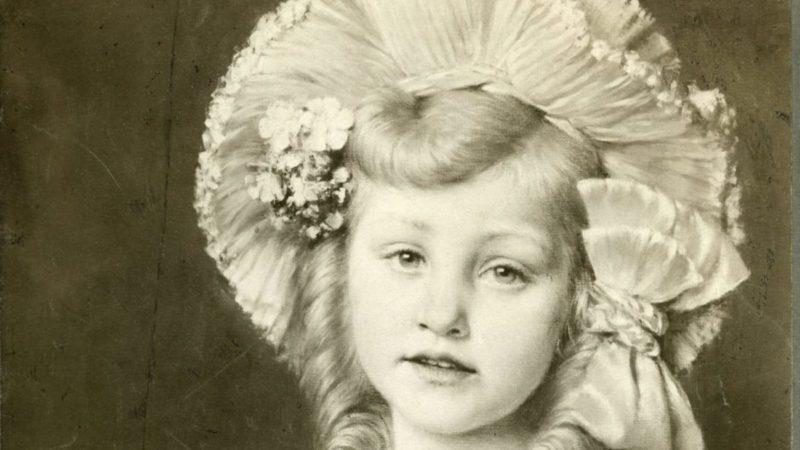 Foto von dem verschollenen Portrait von Thea Irene Nathan-Midas