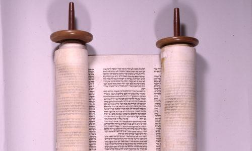 Tora-Rolle aus Forth aus der Sammlung Gundelfinger. Die Tora-Rolle ist im Jüdischen Museum in Fürth ausgestellt.